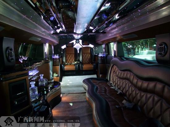 寻找悍马车上的新娘:广西南宁首现400万加长版