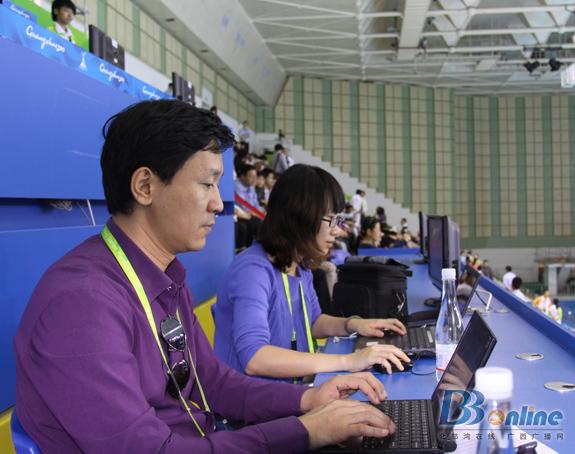 唐燕在广州天河体育中心游泳馆
