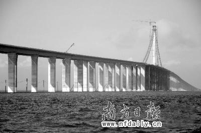 世界最长跨海大桥青岛海湾大桥贯通 长41.58公里