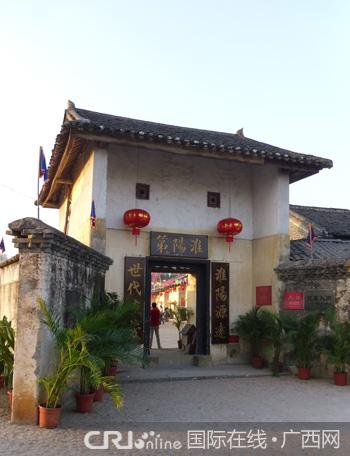 """围屋门匾上写着""""淮阳第"""",标示着这户人家姓江.-客家文化奇葩 贺"""