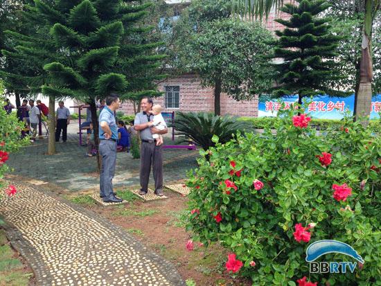 广西桂平市道路垃圾桶的照片