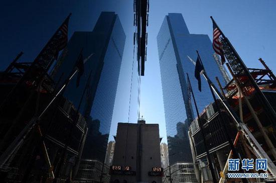 这是新落成的纽约世贸中心4号楼的外观(11月13日摄)。当天,纽约世贸中心4号楼举行落成仪式。遭受911恐怖袭击后,重建的纽约世贸中心包括6座摩天大楼,分别为在建的世贸中心1号楼即自由塔,世贸中心2、3、5号楼和已经落成的4、7号楼。新华社记者王雷摄 总部设在美国芝加哥的高层建筑与城市居住区委员会12日宣布,纽约世贸中心一号楼成为迄今为止美国最高建筑物。
