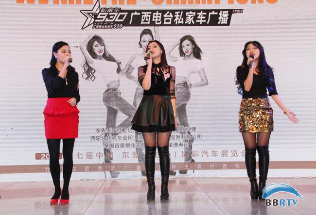 就是三位美女dj小薇