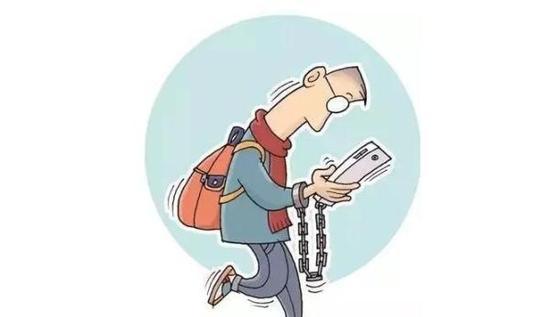 调查显示,低头刷手机,颈部肌肉要承受25kg以上重量。长期如此,颈部会疼痛僵硬,出现手机脖。转脖子嘎嘎响,稍不注意就落枕,经常头晕头痛你的颈椎可能已经出现问题!严重的颈椎病甚至影响走路,导致瘫痪!那么,颈椎病的症状有哪些?怎么自我治疗颈椎病?  手机脖对身体损害很大! 据报道,欧洲脊柱协会声明中称,一个人的头部重约5kg,当前倾看手机等电子设备时,通常呈60角,那么这时由于物理杠杆作用以及重力作用,一个人颈部肌肉就要承受