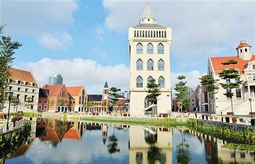 师按照欧洲风格进行设计,总建筑面积约8万平方米,由13栋欧式建筑组成.