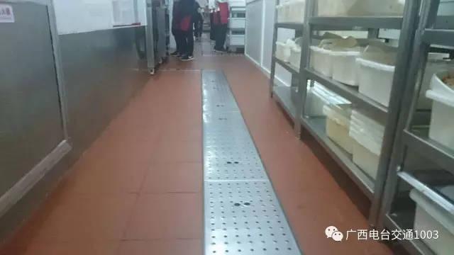 自从北京海底捞劲松店,太阳宫店门店卫生乱象引起轩然大波之后,南宁店