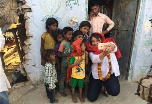 """或进入城市医院,而那些不具备行医资格的""""赤脚医生""""在印度农村地区"""