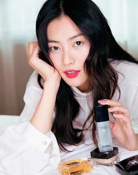 刘雯的一组照片美到了,神色慵懒自在,自然而随意的发型让表姐看起来气