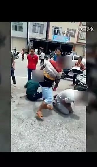 南宁男子向家属误认被问路人贩子小孩掌控也视频下载赶来图片