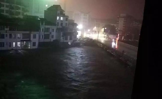 告急!桂林资源被洪水袭城,百色突遭冰雹…